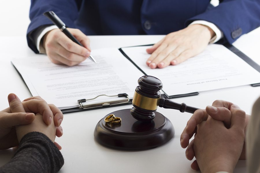 What You Should Tell Your Divorce Lawyer When You First Meet